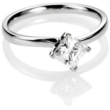 Princess cut diamonds engagement ring with kite setting